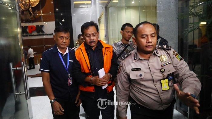 KPK Sita 13 Tas dan Kardus Berisi Uang Rupiah dan Asing dari Rumah Dinas Gubernur Kepri