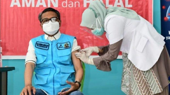 Gubernur Sulawesi Selatan Nurdin Abdullah divaksin, Jumat (22/1/2021).