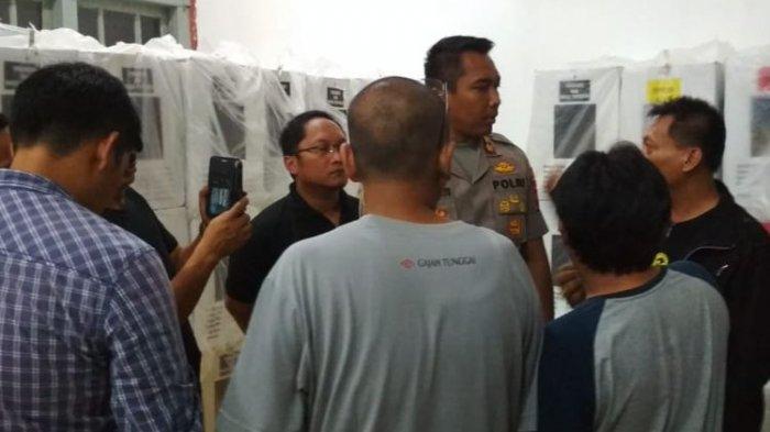 Ketua PPS di Banyumas Ketahuan Membobol 21 Kotak Suara di Gudang