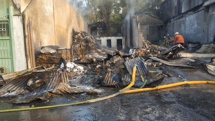 Ditingal Mudik Pemiliknya, 2 Gudang Plastik di Cakung Jakarta Timur Terbakar