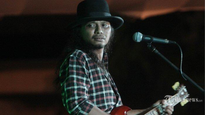 Ibunya Meninggal, Gitaris Gugun Blues Shelter Sekeluarga Positif Covid-19, Kondisinya Menghawatirkan