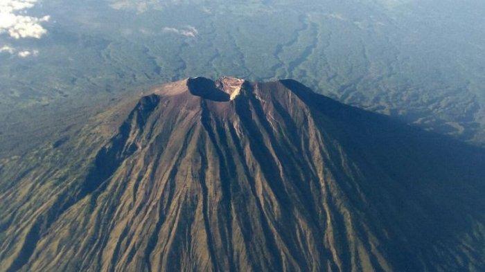 Gunung Agung Erupsi Dini Hari Tadi, Warga Diimbau Jauhi Radius 4 Km dari Kawah Puncak