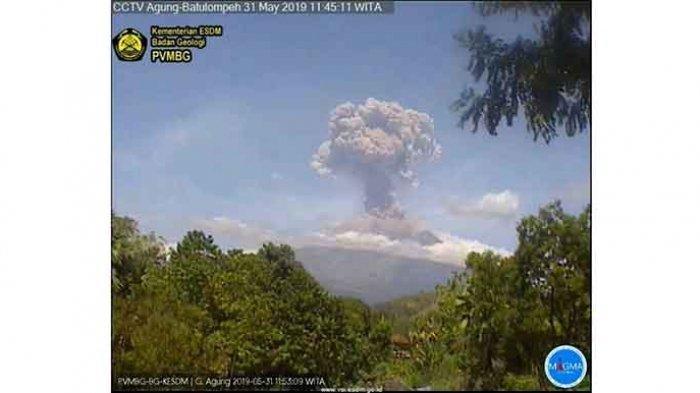 BREAKING NEWS: Jumat Siang Gunung Agung Erupsi Lagi, Durasinya Capai 8 Menit
