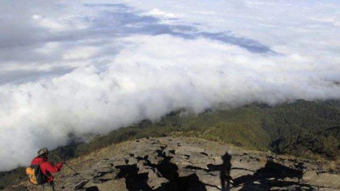Dua Jalur Pendakian Gunung Agung, Lewati Tempat Sakral Umat Hindu Bali