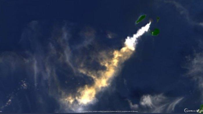 Gunung Anak Gunung Krakatau bererupsi dan mengeluarkan kolom abu setinggi kurang lebih 1000 meter di atas puncak gunung utama (± 1.157 m di atas permukaan laut) pada hari ini Selasa (31/12) pukul 06.51 WIB.
