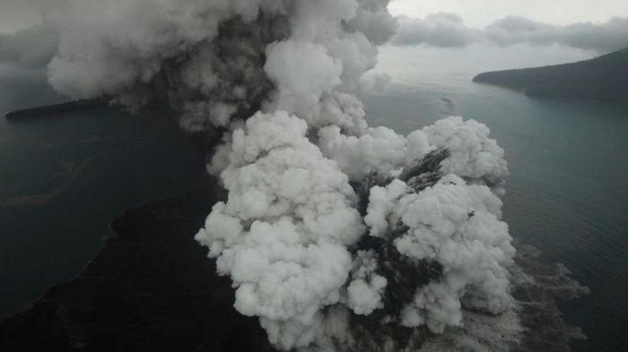Hujan Abu Liputi Pulau Sebesi Pascaletusan Gunung Anak Krakatau, Warga Mengungsi