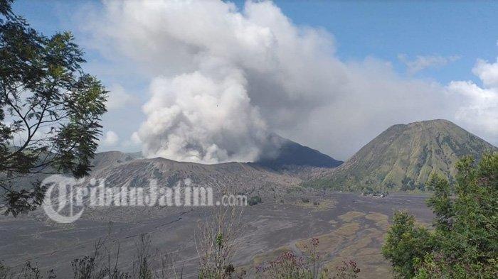 Kondisi Bromo saat menyemburkan abu vulkanik pada Kamis (15/3/2019)