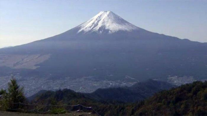 Gunung Fuji di antara perfektur Yamanashi dan Shizuoka.