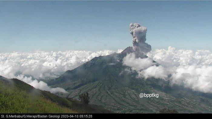 Gunung Merapi kembali erupsi, Jumat (10/4/2020) pukul 09.10 WIB. Tinggi kolom 3000 meter.