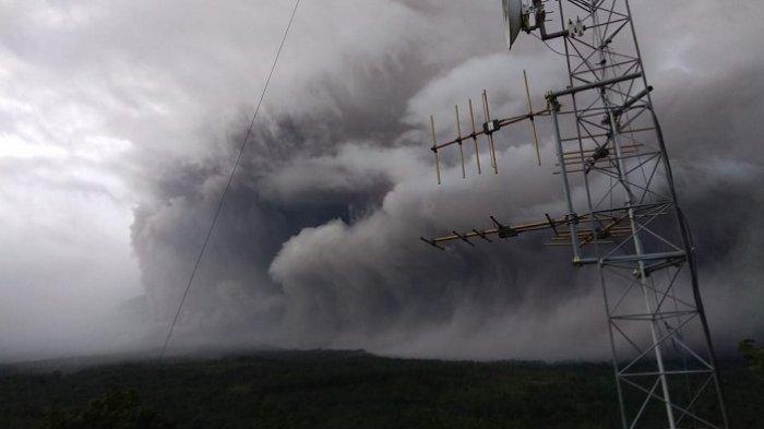 Gunung Semeru Erupsi, Luncurkan Awan Panas Sejauh 4,5 Km, Masyarakat Diimbau Menghindari Wilayah Ini