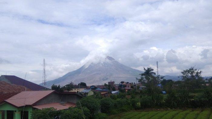 Warga Sekitar Gunung Sinabung Khawatir Datangnya Cuaca Dingin, Ini Alasannya
