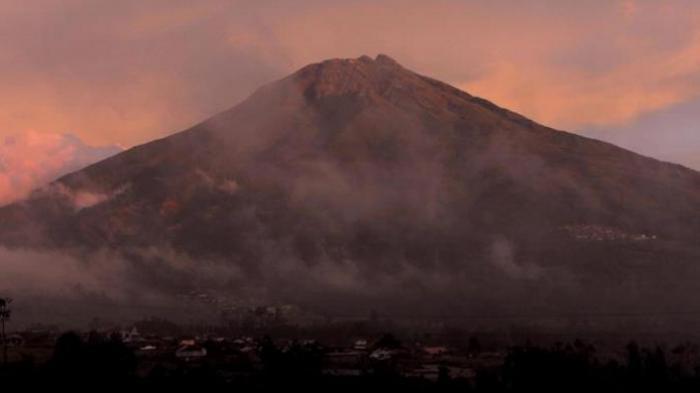 Kebakaran Hutan Semakin Meluas, Jalur Pendakian Gunung Sumbing Resmi Ditutup