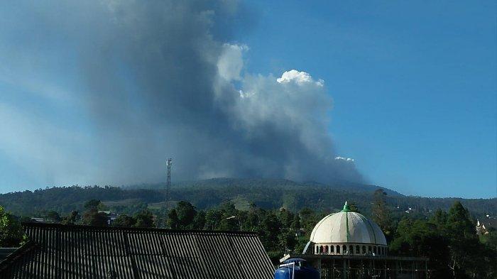 Gunung Tangkuban Parahu erupsi