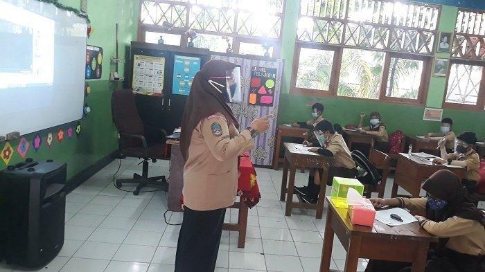 Cerita Siswa di Jakarta Belajar Tatap Muka, Nyasar Pergi Sekolah hingga Takut Terpapar Covid-19