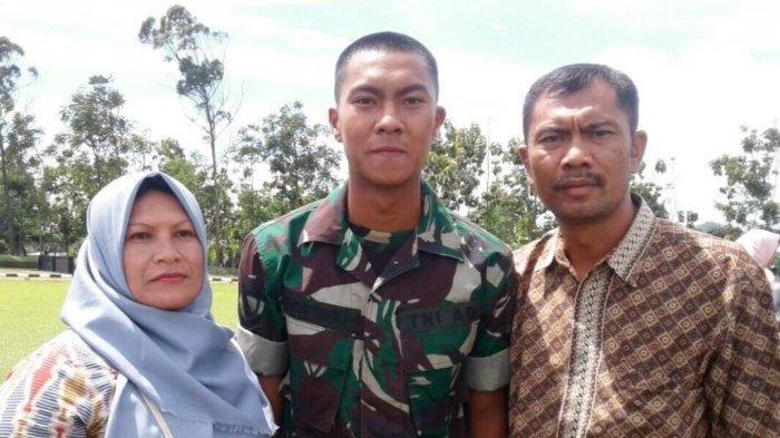 Gustur Cahyo Putro bersama kedua orang tuanya