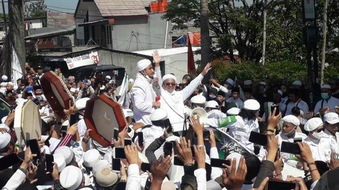 Fakta Kedatangan Habib Rizieq Shihab di Megamendung Bogor, Alaunan Marawis Hingga Naik Turun Gunung