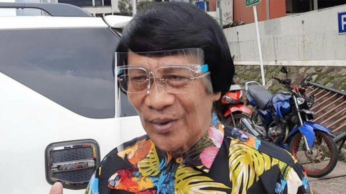 Ada satu sisi yang menarik dari Seto Mulyadi, yakni potongan atau model rambutnya yang menjadi ciri khas dari dirinya dalam menjalani aktivitas selama ini.