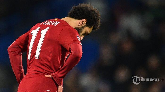 Ekspresi pemain tengah Liverpool asal Mesir, Mohamed Salah usai kekalahan timnya dalam laga babak kelima Piala FA antara Chelsea kontra Liverpool di Stadion Stamford Bridge, London, Inggris, Rabu (4/3/2020) dini hari WIB. Chelsea berhasil mengkandaskan Liverpool setelah menang dengan skor 2-0, The Blues pun melaju ke babak perempat final. AFP/Glyn Kirk