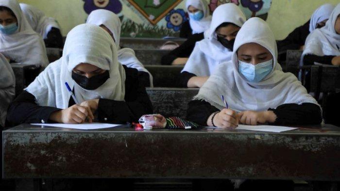 Taliban Larang Guru Pria Mengajari Murid Perempuan