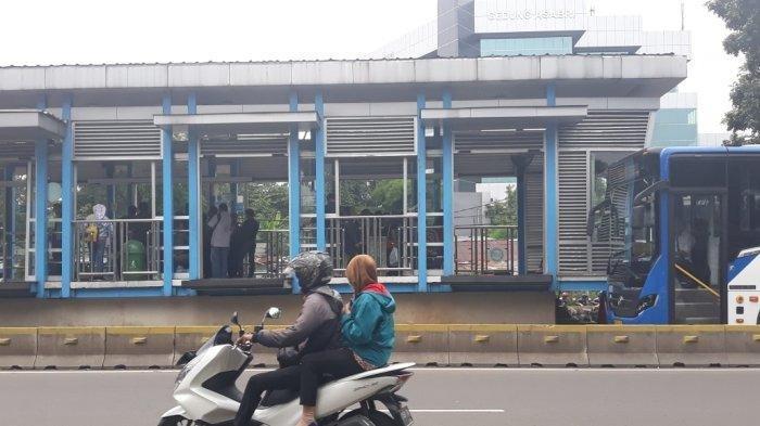 Bagian pojok Halte Transjakarta BKN tempat lokasi penusukan, Kramat Jati, Jakarta Timur, Kamis (14/3/2019)