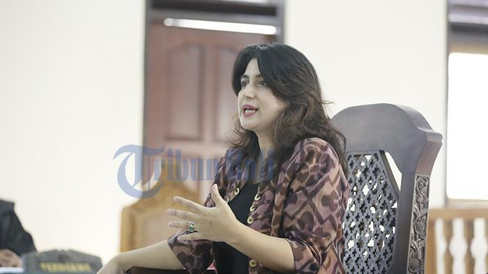 Ibunda Tania Nadira, Hana Hasanah Shahab mengungkapkan alasan sang anak tak tunjukkan wajah bayi perempuannya.