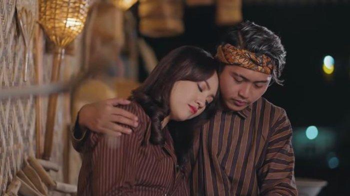 Simak chord gitar dan lirik lagu Cinta Tak Terpisahkan dari Happy Asmara feat Delva dalam artikel ini.
