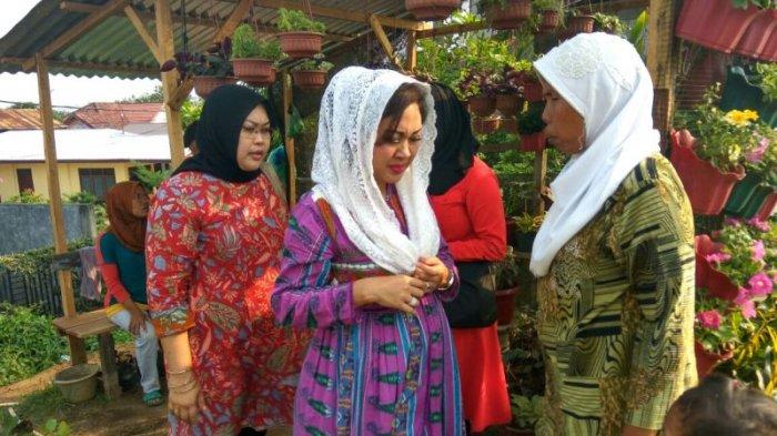 Berjalan-jalan ke Tanjungmorawa, Happy Djarot Terpincut Wisata Bunga