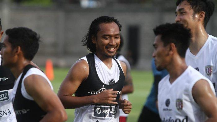 Hariono saat menjalani sesi latihan pertama kalinya bersama Bali United, Minggu (5/1/2019)