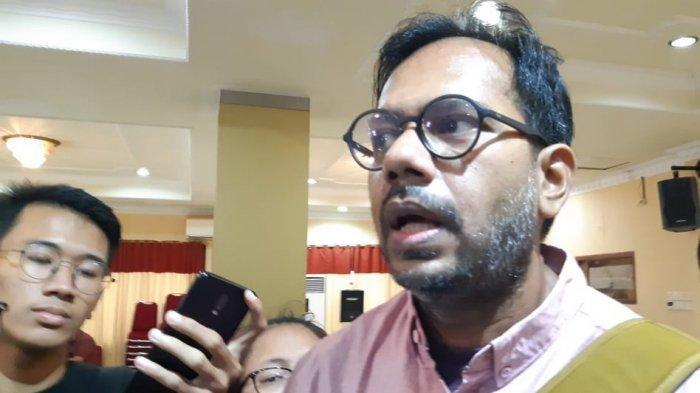 Kuasa hukum Novel Baswedan, Haris Azhar, menyoroti perkembangan kasus penyerangan yang dialami penyidik Komisi Pemberantasan Korupsi (KPK) tersebut.