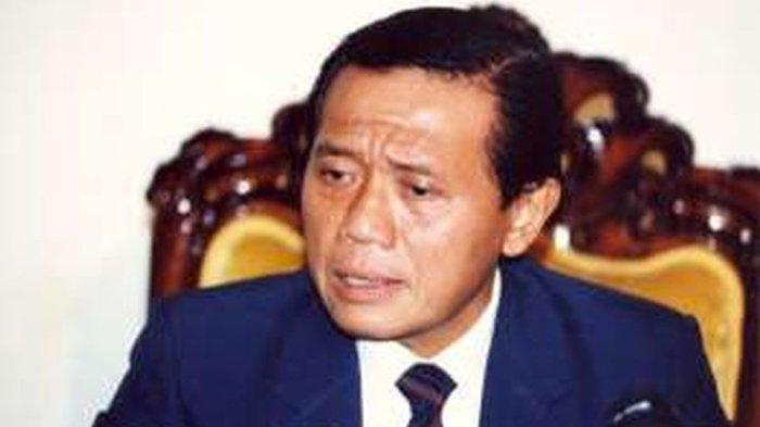 Harmoko sewaktu menjabat Menteri Penerangan