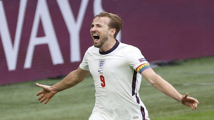 Pemain depan Inggris Harry Kane merayakan setelah mencetak gol kedua selama pertandingan sepak bola babak 16 besar UEFA EURO 2020 antara Inggris dan Jerman di Stadion Wembley di London pada 29 Juni 2021.
