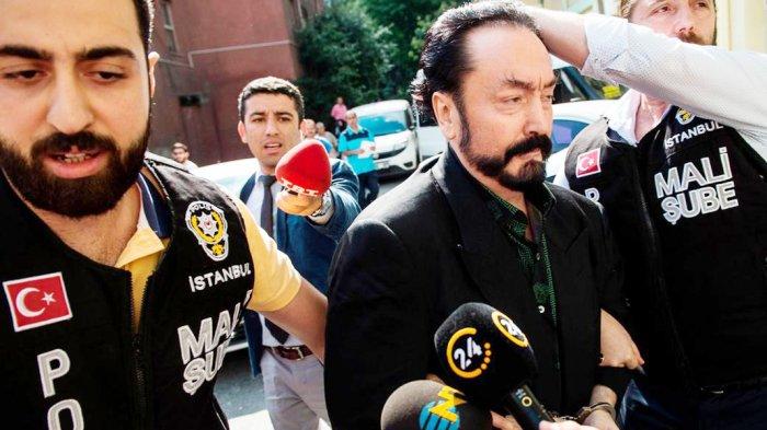 Harun Yahya ditangkap oleh Kepolisian Istanbul, Turki (The National) ((The National))