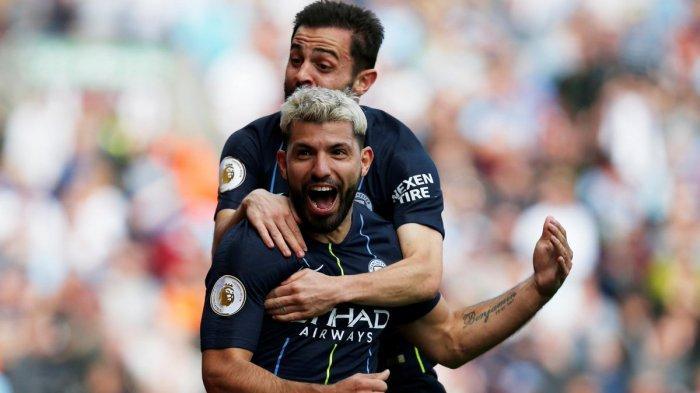Selebrasi pemain Manchester City, Sergio Aguero saat mencetak gol ke gawang Burnley dalam lanjutan Liga Inggris pekan 36, Minggu (28/4/2019)