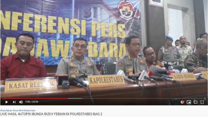 Kabid Humas Polda Jabar, Kombes Pol Saptono Erlangga mengumumkan hasil autopsi Lina Jubaedah, mantan istri komedian Sule.