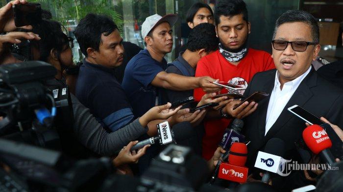 Sekjen PDIP Hasto Kristiyanto meninggalkan gedung KPK usai menjalani pemeriksaan di Jakarta, Rabu (26/2/2020). Hasto Kristiyanto diperiksa sebagai saksi tersangka mantan Komisioner KPU Wahyu Setiawan, terkait kasus suap Pergantian Antar Waktu (PAW) anggota DPR RI Fraksi PDIP yang melibatkan Harun Masiku. Tribunnews/Irwan Rismawan