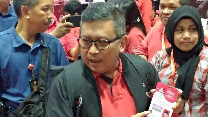 Sekretaris Jenderal (Sekjen) PDI Perjuangan Hasto Kristiyanto melakukan pengecekan akhir persiapan Rapat Kerja Nasional (Rakernas) dan perayaan HUT ke-47 PDIP di JIEXpo, Kemayoran, Jakarta Pusat, Kamis (9/1/2020).