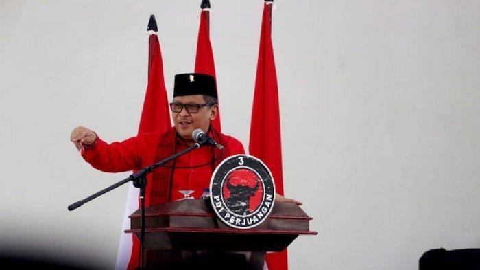 Sekertaris Jenderal PDI Perjuangan Hasto Kristiyanto kecewa karena dua mobil bantuan dari BNPB yang seharusnya untuk warga Surabaya malah dialihkan ke daerah lain.