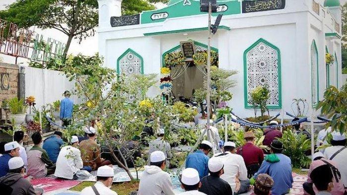 Haul Syarifah Fatma Ibunda Al Habib Hasan Bin Jafar Assegaf Berjalan Lancar dan Sesuai Prokes