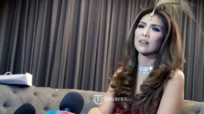 Heboh Selebgram Helena Lim Ikut Vaksinasi Covid 19 Wali Kota Jakarta Barat Beri Penjelasan Tribunnews Com Mobile