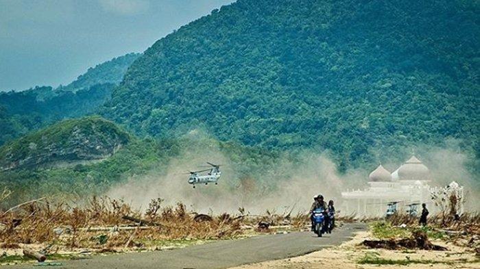 Empat unit Helikopter Chinook ET-3366 milik Marinir Amerika Serikat saat itu mendarat di halaman Masjid Rahmatullah, Lampuuk, Aceh Besar, Sabtu (19, Februari 2005) Pukul 12.08 WIB. Di dalamnya ada pejabat penting dunia dan wartawan foto yang ingin melihat langsung kerusakan akibat gempa dan tsunami Aceh saat itu. Saat itu dunia mulai sedikit mengenal Aceh.