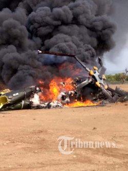 Sebuah Helikopter MI-17 milik TNI AD dengan nomor registrasi HA 5141 jatuh dan terbakar di lahan kosong sekitar proyek Kawasan Industri Kendal (KIK), Kaliwungu, Kendal, Jawa Tengah, Sabtu (6/6/2020) siang. Kecelakaan yang terjadi sekitar pukul 13.40 WIB tersebut menyebabkan empat orang crew meninggal dunia dan lima lainnya luka-luka. Penyebab kecelakaan masih dalam penyelidikan. Tribunnews/HO