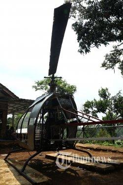 Helikopter rakitan karya warga Sukabumi, Jujun Junaedi (45) di kediaman Jujun Junaedi di Kampung Cibubuay, Darmareja, Sukabumi, Jawa Barat, Rabu (20/11/2019). Helikopter rakitan yang dinamai Gardes JN77 itu bermesin genset dan hanya menghabiskan dana Rp 30 juta. Tribunnews/Irwan Rismawan