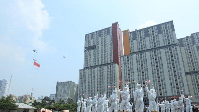 Tak Hanya Istana Merdeka, Helikopter TNI AU Juga Bawa Bendera Merah Putih Raksasa Keliling Jakarta