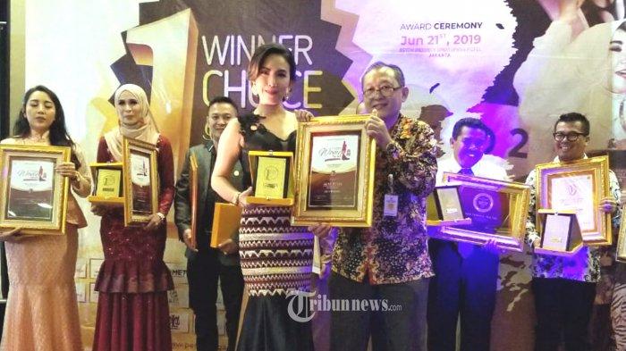 Heni Tania Raih Penghargaan Atas Kiprahnya di Bidang Sosial