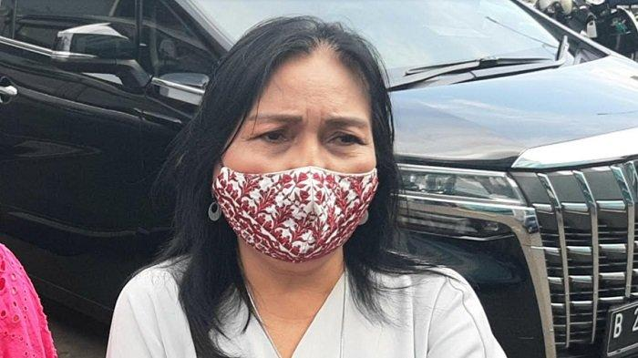 Henny Manopo, ibunda aktris Amanda Manopo, ditemui di gedung Trans TV, Jalan Kapten Tendean, Mampang Prapatan, Jakarta Selatan, Selasa (9/2/2021).