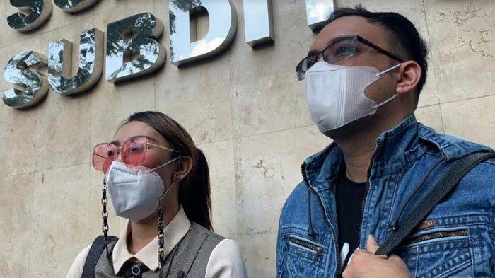 Datangi Polda Metro, Henny Mona dan Sandy Tumiwa Usut Kasus Dugaan Penggelapan Dana Rp 1 M