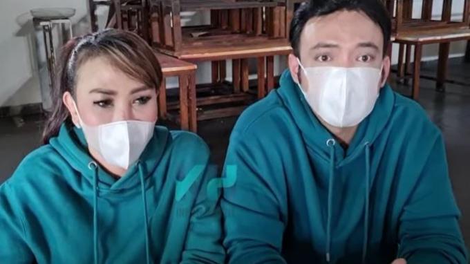 Bantah Isu Settingan, Ini Alasan Henny Mona dan Shandy Tumiwa Menikah Siri : Akta Cerai Belum Keluar