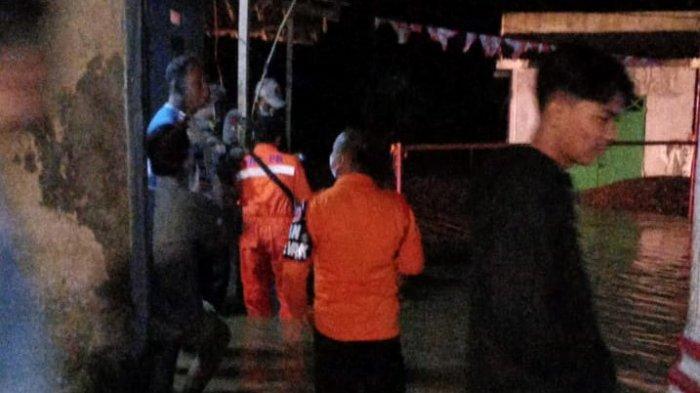 Banjir Surut Sisakan Lumpur di Rumah Warga Dua Desa Kabupaten Bogor