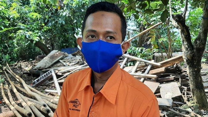 Petugas PT Pos Indonesia Cibinong Ikut Menyalurkan Bantuan Sosial Tunai di Kecamatan Bojonggede