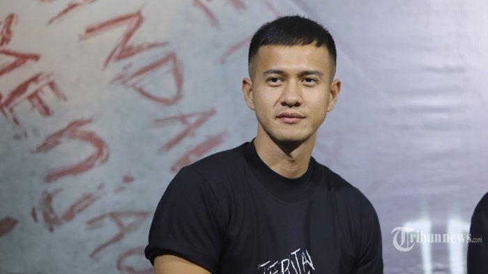 Artis Herjunot Ali berpose untuk difoto saat konferensi pers peluncuran teaser film Jeritan Malam, di Jakarta, Kamis (19/9/2019). Herjunot Ali menjadi pemeran utama dalam film adaptasi dari novel dengan judul yang sama dan rencananya akan tayang pada Oktober mendatang. TRIBUNNEWS/HERUDIN